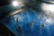 Горячий открытый бассейн с целебной водой в Ильинке