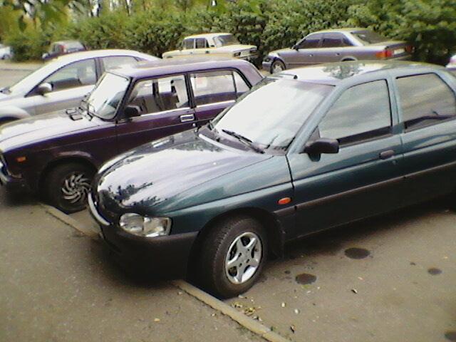 Форд-эскорд , седан , 1997 г. в., цвет темно зеленый металлик, двигатель 1. 3 л., КПП-5 ступ., механическая, салон...